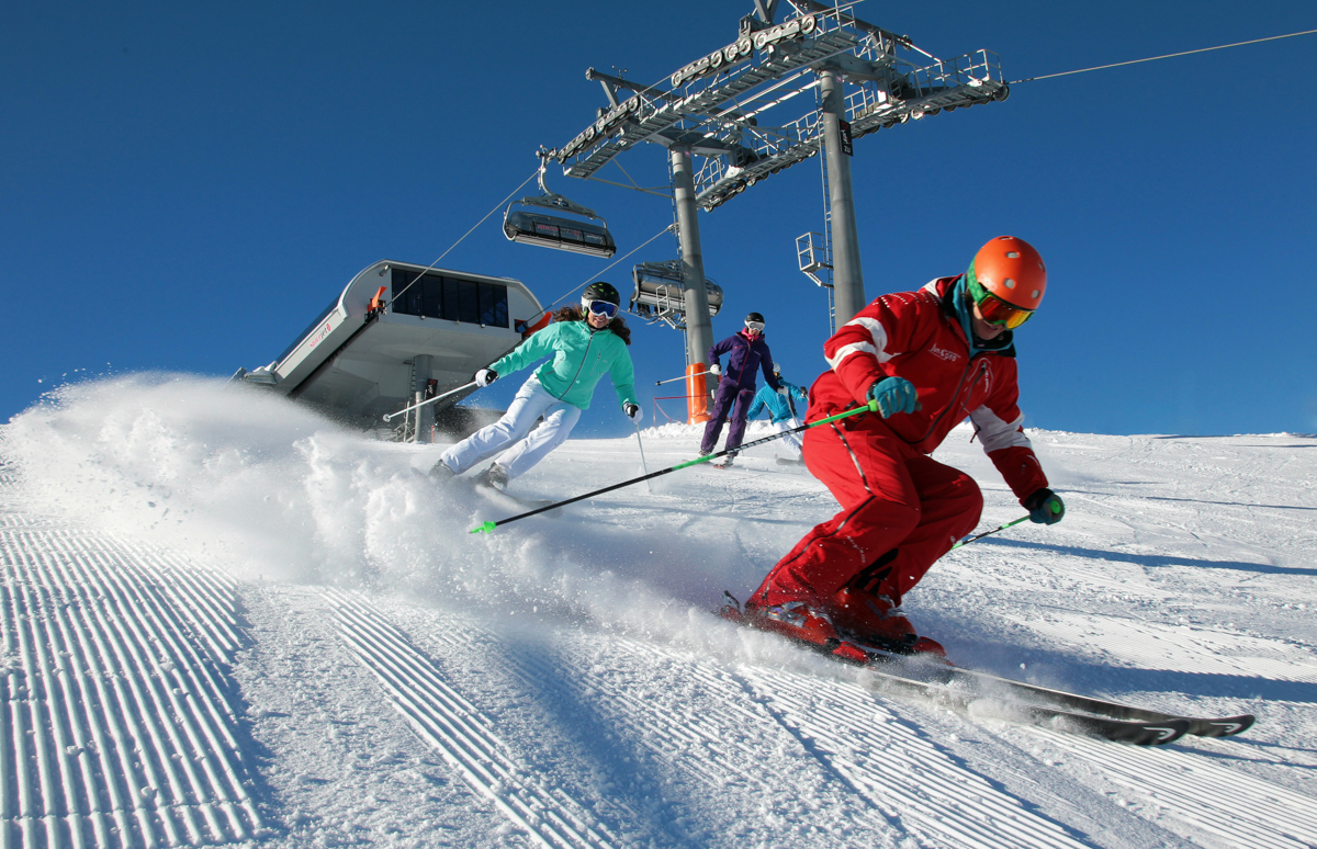 Carving training for advanced skiers skischool adults